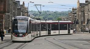 Na jaren strijd ríjdt de tram van Edinburgh