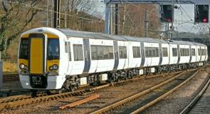 Engelse accutrein rijdt nu ook met passagiers