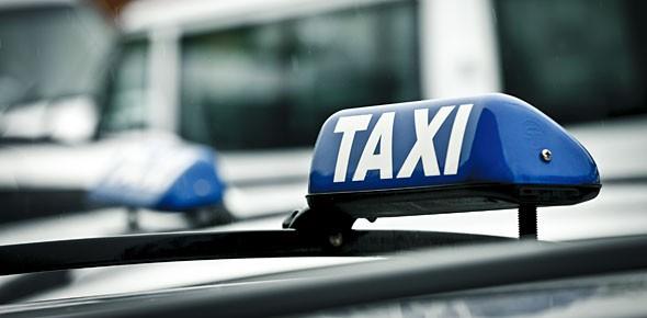 Mansveld vereenvoudigt regels voor taxi