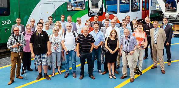De delegatie uit Nederland in de Stadler-fabriek.