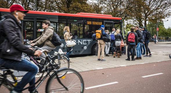 Nederland 2014 R-net bussen. Amsterdam en Station Amstel. COPYRIGHT Chris Pennarts Blokland 82 3417 MR Montfoort The Netherlands+31653309747 info@chrispennarts.nl www.chrispennarts.nl