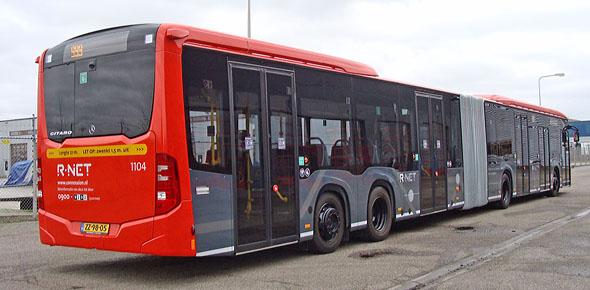 Extra lange gelede bus op proef in Almere