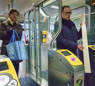 NS sluit poortjes op laatste grote stations