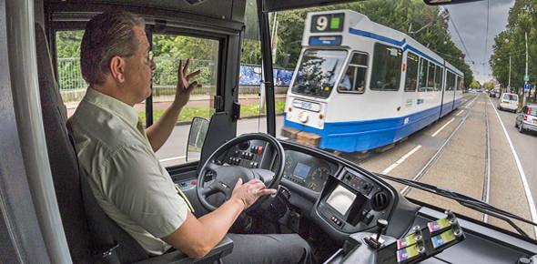 GVB plaatst pinapparaten in tram en bus