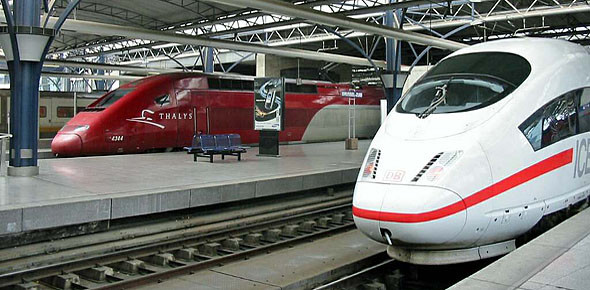 Wereldwijde treinreisboeksite in de maak