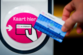 Hertz biedt toeristen OV-chipkaart bij auto