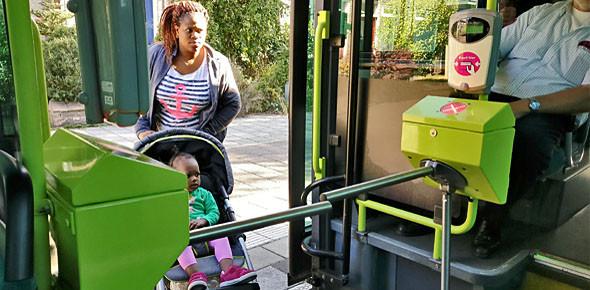Tourniquets voor het eerst op de bus