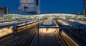 Dak van Utrecht Centraal golft over het ov