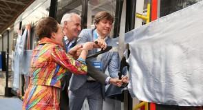 Houten CAF-tram voor GVB gepresenteerd