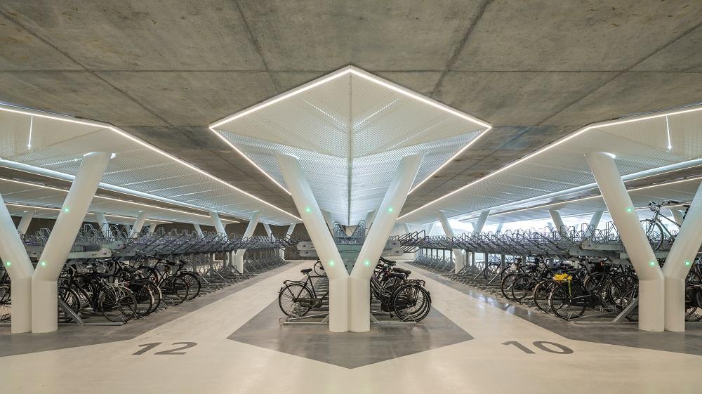 Ondergrondse fietsparking bij A'dam Zuid
