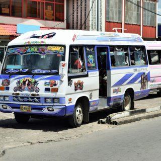 Een busrit in Paramaribo is een belevenis
