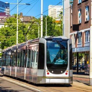 Bussen en trams krijgen kuchscherm